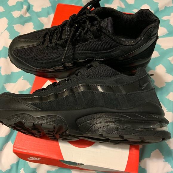 best sneakers ae2b6 bb6c2 Black Nike Air Max 95 (GS 6.5). M 5c4f334efe5151c691f54c2b